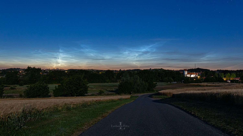 180719 Lysende natskyer over Asnæs by