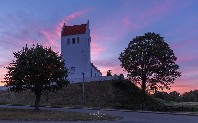 270719 Solopgang ved Fårevejle kirke